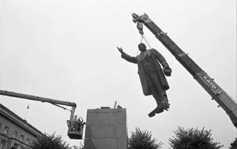 פינוי פסלים סובייטים מליטא לאחר הכרזת העצמאות